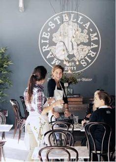 In het ROBBIES Cafe vindt u een ruime keuze aan lekkernijen die een lach op je gezicht brengen. Wij serverentraditionele koffies die met