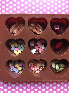 Homemade Chocolate Bars, Chocolate Covered Treats, Chocolate Candy Recipes, Chocolate Garnishes, Caramel Recipes, Chocolate Delight, Chocolate Bomb, Chocolate Sweets, Chocolate Shop