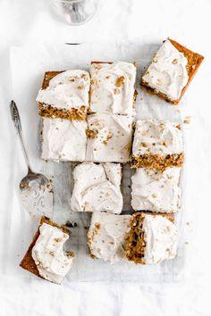 Carrot Sheet Cake with Chai Cream Cheese Frosting - Broma Bakery Carrot Sheet Cake Recipe, Sheet Cake Recipes, Carrot Cake, No Bake Desserts, Delicious Desserts, Dessert Recipes, Chai, Broma Bakery, Cheesecake