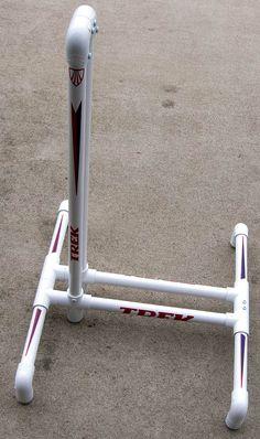How to build a PVC Bicycle Stand Pvc Bike Racks, Bike Parking Rack, Diy Bike Rack, Bike Storage Rack, Bicycle Rack, Bike Maintenance Stand, Build Your Own Bike, Bici Fixed, Bike Repair Stand