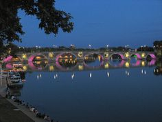 Toulouse by night Le Pont neuf rose