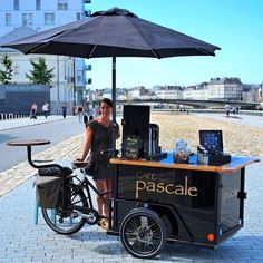 Cafe Pascale on the wheels in Nantes, France Food Trucks, Food Cart Design, Food Truck Design, Coffee Carts, Coffee Truck, Vendor Cart, Bar Deco, Mobile Coffee Shop, Mobile Food Cart
