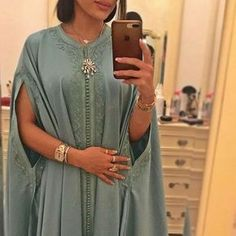 🌸@*i.prefer.not.giving.my.name*🌸 Morrocan Dress, Moroccan Caftan, Moroccan Style, Latest African Fashion Dresses, African Print Fashion, Abaya Fashion, Fashion Outfits, Dubai Fashionista, Mode Abaya