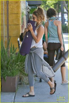 Vanessa Hudgens Gym Outfits, Chill Outfits, Workout Outfits, Boho Outfits, Summer Outfits, Fashion Outfits, Gym Fashion, Boho Fashion, Vanessa Hudgens Style