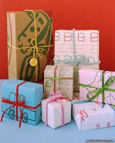 Hacer los paquetes utilizando papel reciclado y dibujado por nosotros
