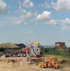 N Scale Trains, Ho Trains, Model Trains, Ho Scale Train Layout, Model Train Layouts, Industry Models, Model Railway Track Plans, Railroad Pictures, Rc Model