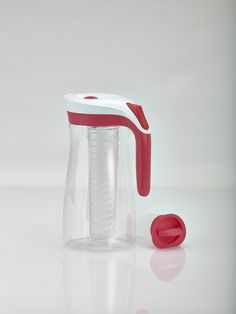 Contigo introduces the first Autoseal® pitcher to seal automatically between pours. This keeps your beverage (water, juice, flavored water…) fresh while preventing spills, leaks and drips. The lid is easily removed to refill or stir the contents. Lakeview Pitcher comes with two accessories: an Infuser to add your favorite flavor enhancers (e.g. lime, mint…) and an ice stick to keep your beverage cool (eliminating the need for ice cubes while preserving the taste).