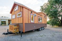 Laura's Amazing Wide Tiny House w/ Mudroom Entry - Ostergeschenke Basteln Tiny House Builders, Tiny House Plans, Tiny House On Wheels, Tiny House Design, Tiny Home Cost, Small Tiny House, Tiny House Living, Huge Houses, Tiny Houses For Sale
