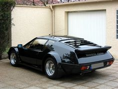 Renault Alpine A310 - Those rear wheels, that big 'ol wut. Ooowwweeeee. Like a 911 from an awesome future.