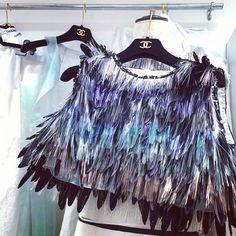 435a42818935 Die 85 besten Bilder von Feathers   High fashion, Cat walk und ...