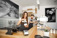"""""""Estratosfera"""" y """"Largo camino de margaritas"""" son fotografías de Javier Aranburu.  #caffedeco#interiorism#blackandwhitephoto#photodeco#decoideas#bardeco#cafetería#interiorismo#diseñodeinteriores#fotodeautor"""