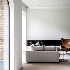 Brick wall, timber floor and stucco walls - colour combination