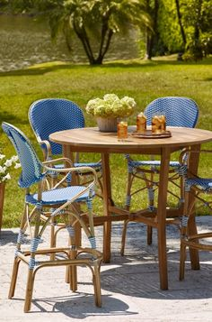 Create the allure of a French sidewalk café with our charming and comfortable Paris Bistro Barstools.