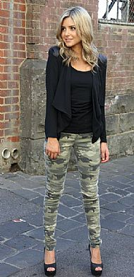 cute army fatigue jeans. she looks great from head to pretty toes.