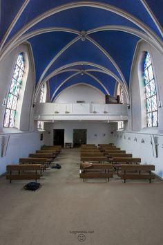 Verlassene Kirche in verlassenem Krankenhaus
