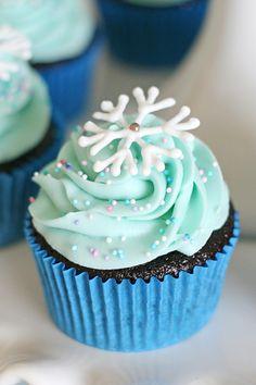 Frozen Birthday Party – Herrliche Leckereien - My CMS Frozen Birthday Cupcakes, Frozen Themed Birthday Party, Frozen Cake, Themed Cupcakes, Cupcake Party, Party Cakes, Cupcake Cakes, Party Treats, Geek Birthday