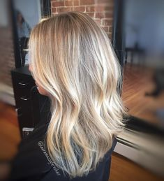 Flashback foiled friday vanilla blonde 🍦 h a i r, 201 Blonde Foils, Blonde Hair With Highlights, Highlighted Blonde Hair, Hair Foils, Blonde Hair Looks, Brown Blonde Hair, Butter Blonde Hair, Sandy Blonde Hair, Blonde Asian