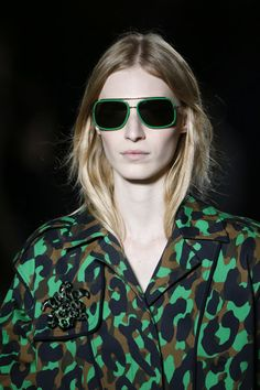 Versace Spring 2016 Ready-to-Wear Collection - Vogue