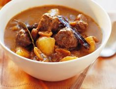 Fragrant, delicious and easy to make,beef massaman curry Meat Recipes, Slow Cooker Recipes, Indian Food Recipes, Asian Recipes, Dinner Recipes, Cooking Recipes, Ethnic Recipes, Recipies, Savoury Recipes