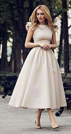Magical Spring Outfits To Try Now - woman wears beige short-sleeved midi dress. Pic by Source by just_marvellous. Elegant Dresses, Pretty Dresses, Vintage Dresses, Beautiful Dresses, Casual Dresses, Formal Dresses, Classic Dresses, Beige Dresses, Classy Dress