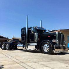 "1,175 Likes, 5 Comments - Texas Big Rigs (@texasbigrigs) on Instagram: ""#usaworktruck #largecars #Peterbilt #slammedsemis #reefergang #stepdeck #customring #flatbedder…"""
