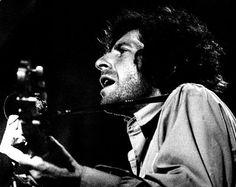 Leonard Cohen http://www.vogue.fr/culture/a-ecouter/diaporama/la-playlist-de-local-natives/11553/image/682642