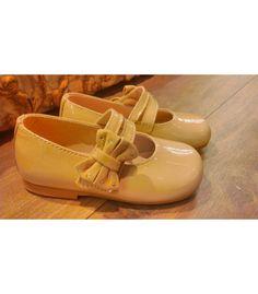 Comprar Francesita Clarys niña charol salina con Lazo lateral | Gran selección de calzado infantil y juvenil en Mi Gatito Pepo. http://www.migatitopepo.es/4-zapatos-nina #calzadoniña #zapatosniña #calzadoinfantil #francesita