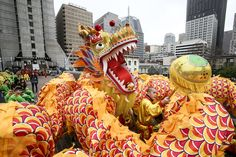 Lion dancers and acrobats. Firecrackers and tiny poppers. Family meals and red envelopes. The return of the flower market and that phrase granting prosperity, gung hei fat choy. Yes, it's »