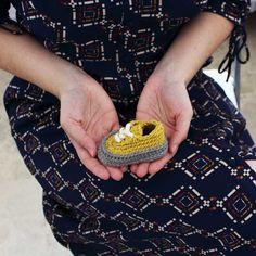 #classicbabysneaker es perfecto para el verano y muy muy fácil de hacer 😉, ya tienes disponible en mi tienda de Etsy el patrón donde te explico paso a paso cómo hacerlos. . . #crochetpattern #showroomcrochet #etsy #crochet #etsysellersofinstagram #crochetshoes #etsyshop #crocheting #crochetaddict #crochetersofinstagram #instacrochet #etsyseller #moderncrochet #crochetlovers #etsystore #crochetshoe #crochetofinstagram #diyblogger #pattern #babyshowergift #crochetcrew #babyshowerideas