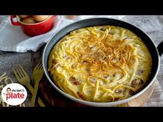 What do you get when you mix spaghetti carbonara and frittata? A SLICE OF HEAVEN. This spaghetti frittata will make you love carbonara even more – because no. My Recipes, Italian Recipes, Pizza Shapes, How To Make Spaghetti, Frittata Recipes, Antipasto, Recipe Using, Macaroni And Cheese, Pasta