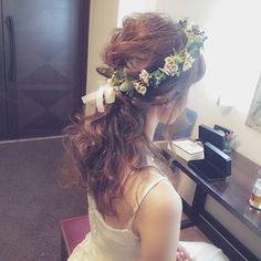 いいね!239件、コメント5件 ― sachiko shigaさん(@s.s.k_1025)のInstagramアカウント: 「ナチュラル花冠(*˘︶˘*).。.:* 素敵な大好きなご夫婦に♡ Happy wedding( ⁎ᵕᴗᵕ⁎ ) #ブライダル #熊本 #ヘアアレンジ #熊本ヘアセット #osumiブライダル…」 Wedding Hair And Makeup, Wedding Hair Accessories, Hair Makeup, Bride Hairstyles, Messy Hairstyles, Bridal Hairdo, Hair Arrange, Hair Wreaths, Flower Crown Wedding