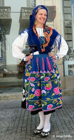 Traditional Northern Portugal costume | #portuguese_traditional_costumes #portugal ALGO Á VER COM AS BAIANAS,BR BRASIL