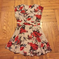 ✨Weekend Sale✨ Forever 21 Floral Dress Pre-loved. Worn once. Great condition. Fit and flare dress style. Back has an open slit. 🚫 No Trades, PayPal, Holds or Ⓜ. 🚬 FREE but, 🐱 🐶 friendly home. 🔵 Offer button only. Forever 21 Dresses Mini