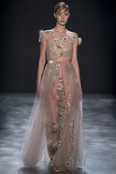 View the complete Marchesa Fall 2017 ready-to-wear collection.