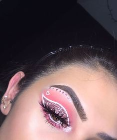 Image in Make up🎭 collection by Bonia on We Heart It 70s Makeup, Makeup Eye Looks, Pink Makeup, Crazy Makeup, Cute Makeup, Pretty Makeup, Baddie Make-up, Make Up Designs, Valentines Day Makeup
