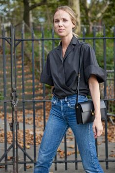 Nadire Atas on Minimalist Elegant Fashion This is how to perfect Swedish style according to Elin Kling: Her line, Totême, has created a capsule collection for Net-A-Porter. Swedish Fashion, Scandinavian Fashion, Swedish Style, Scandi Style, Elin Kling, Mode Style, Style Me, Business Outfit, Lookbook