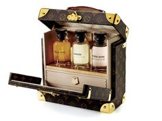 Save on the Louis Vuitton Malle Box Flaconnier Perfume Trunk Fragrance Monogram New Limited Edition Brown Canvas Satchel! This satchel is a top 10 member favorite on Tradesy. Bar Lounge, Vuitton Bag, Louis Vuitton Handbags, Louis Vuitton Gifts, Louis Vuitton Trunk, Lv Handbags, Zapatillas Louis Vuitton, Beautiful Perfume, Perfume Collection