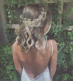 romantic prom hairstyles for short hair - - Quince Hairstyles, Ball Hairstyles, Prom Hairstyles For Short Hair, African Hairstyles, Wedding Hairstyles, Wedding Hair And Makeup, Bridal Hair, Medium Hair Styles, Short Hair Styles