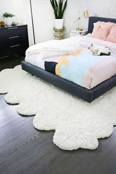 LOVE this fluffy rug and hardword floors for the bedroom. Make two smaller rugs into one large rug! Big Rugs, Large Rugs, Small Rugs, Home Design, Faux Sheepskin Rug, Sweet Home, Fluffy Rug, Cool Rugs, Contemporary Rugs