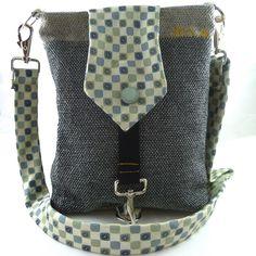 Schoudertas Hazel is een bijzondere, sterke, handgemaakte tas. Ze is gemaakt van teststukken interieurstof, vintage stof en een stropdas. De nummer...