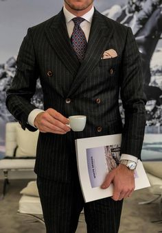 A man who loves fine things.clothings, watches, shoes, fountain pens, cars and women. Best Dressed Man, Sharp Dressed Man, Cowgirl Style Outfits, Casual Outfits, Mens Fashion Suits, Mens Suits, Outfits Hombre, Black Suits, Gentleman Style