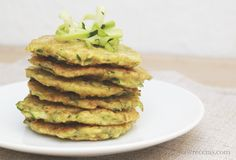 Ricas tortitas de calabacín!! #blwreceta #blw #babyledweaning #alimentacioncomplementaria #alimentacionsana #vegan Kitchen Dishes, Baby Led Weaning, Vegan Breakfast, Food Hacks, Avocado Toast, Veggies, Lunch, Cooking, Health