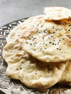 Chleb naan Apple Pie, Camembert Cheese, Naan, Desserts, Food, Tailgate Desserts, Deserts, Essen, Postres