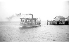"Florida Memory - Steamboat ""Clara"" passing by a Rockledge Line dock on the Indian River - Walton County, Florida. Not before 1906 Vintage Florida, Old Florida, Niceville Florida, Walton County, Brevard County Florida, Riva Boat, Steam Boats, Old Fort, Fort Walton Beach"