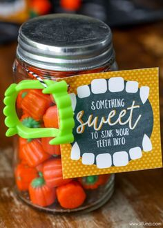 Looking for a fun and unique Halloween Gift Idea that your friends and family would love to get? Check this out. # simple Gift Ideas DIY Halloween Gift Idea and Halloween Printable Halloween Teacher Gifts, Halloween Goodies, Halloween Party Decor, Holidays Halloween, Spooky Halloween, Halloween Treats, Halloween Gift Baskets, Homemade Halloween, Fall Teacher Gifts