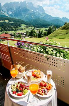 Our Stay at Hotel Kaiserblick in Summer - pilotmadeleine Romantic Breakfast, Hotel Breakfast, Breakfast Time, Turkish Breakfast, Beautiful Places To Travel, Beautiful Hotels, Breakfast Around The World, Kaiser, Aesthetic Food