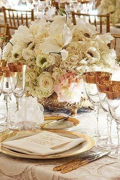 Glamorous wedding ideas | Flower arrangement for gold wedding