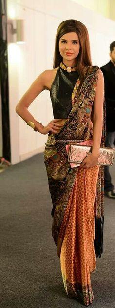 Shahla Sari by velma India Fashion, Asian Fashion, Women's Fashion, Indian Attire, Indian Wear, Pakistani Outfits, Indian Outfits, Modern Saree, Simple Sarees