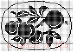 A gentile richiesta...il centro rotondo all'uncinetto con la frutta per Lucia, schemi / Crochet filet doilies with fruit motifs, free charts