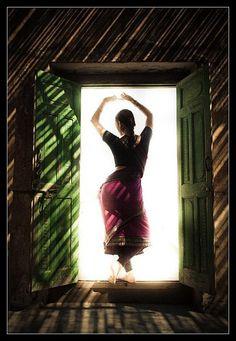 Dance: Book 1 - Colleena Shakti, Photography by Devansh Jhaveri Kerala Wedding Photography, Dance Photography, Beauty Photography, Dance It Out, Just Dance, Kathak Dance, Dance Books, Chinese Dance, Indian Classical Dance